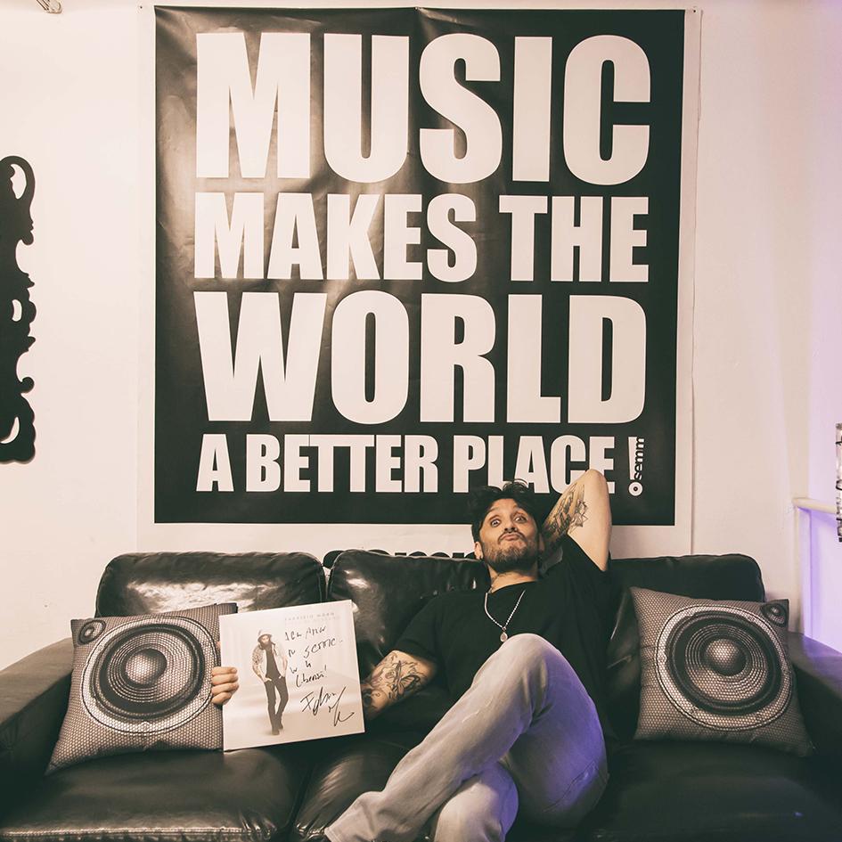 Semm Music Store Special Guest Fabrizio Moro